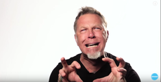 Vi l-ati imaginat pe James Hetfield in postura de zombie?