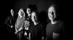 AC/DC au cantat piesa 'Touch too much' pentru prima data in 37 de ani
