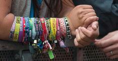 Bratarile de festival pot deveni cuib de bacterii