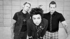 Green Day au lansat un lyric video pentru piesa 'Ordinary World'