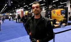 Solistul de la Eagles of Death Metal a fost acuzat de voodoo si amenintari cu moartea