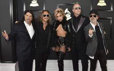 Viralul zilei: Fanii din Romania au reparat momentul Metallica de la Grammy