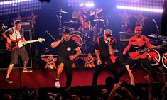 Prophets of Rage revin cu videoclipul pisei 'Living On The 110'