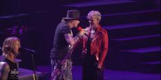 Pink a urcat pe scena alaturi de Guns n' Roses