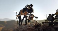 Slash a lansat un clip pentru 'Driving Rain'