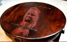 Hetfield s-a apucat de facut masute de cafea