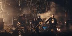 O trupa de metal face recenzii la laptopuri in ritmuri de death metal