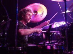 Simon Phillips (Judas Priest, Whitesnake): Sa canti bine e greu in orice stil muzical (Interviu)