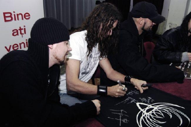 Poze Poze Therion - sesiune autografe 8 dec 2006 / foto - tiberiu crisan