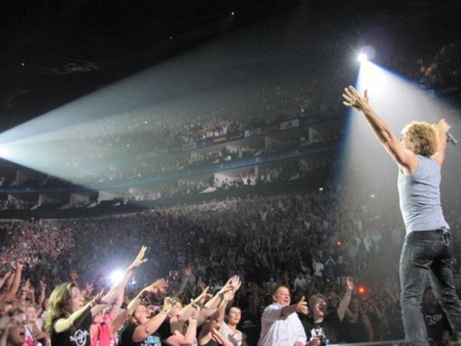 Poze Poze Bon Jovi - bon jovi_Livin''On A Prayer_O2 Arena