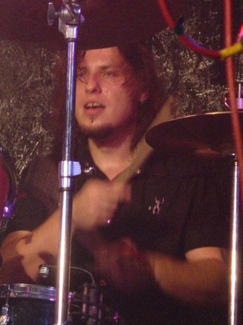 Poze Poze Trooper (Ro) - John [23.10.2010] [Club Cage]