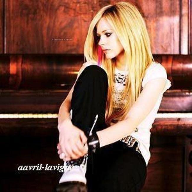Poze Poze Avril Lavigne - Avril Lavigne