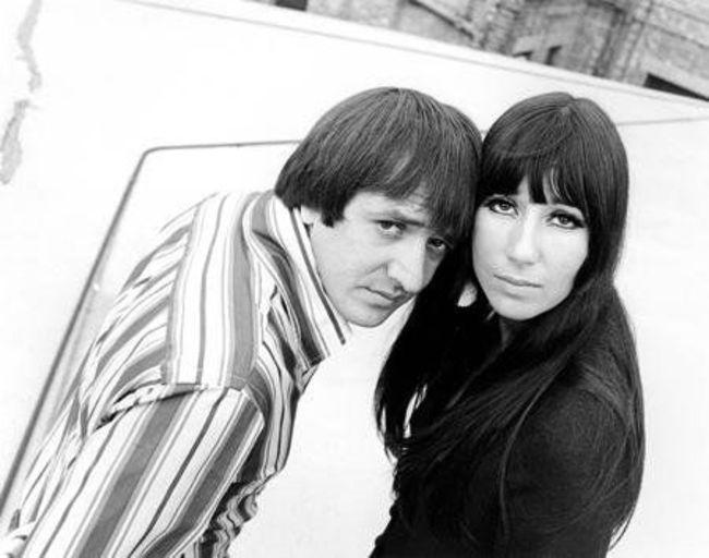 Poze Cele mai tari poze cu artisti din anii '60 - Sonny & Cher in 1966