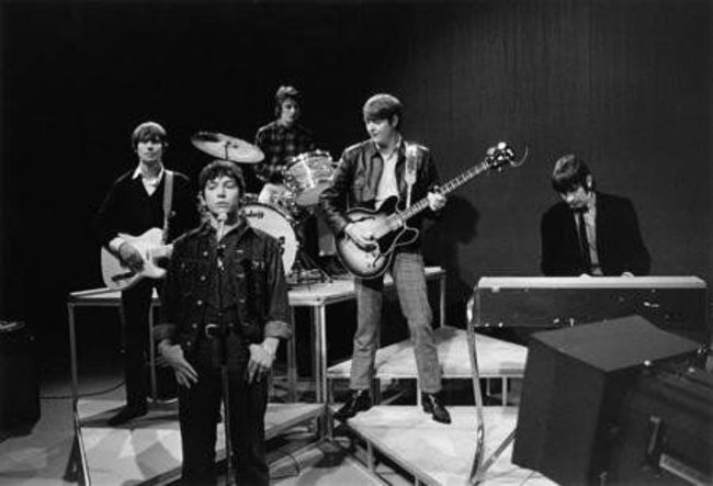 Poze Cele mai tari poze cu artisti din anii '60 - The Animals - Hilton Valentine, Eric Burdon, John Steel, Chas Chandler si Dave Rowberry in 1966