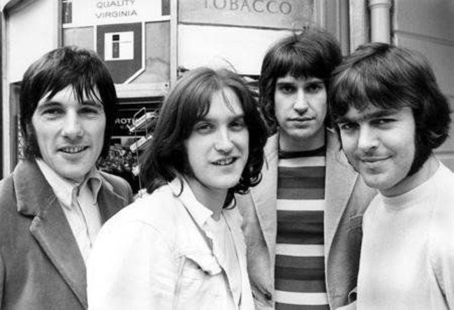 Poze Cele mai tari poze cu artisti din anii '60 - Kinks - Mick Avory, Dave Davies, Ray Davies, John Dalton si 1969