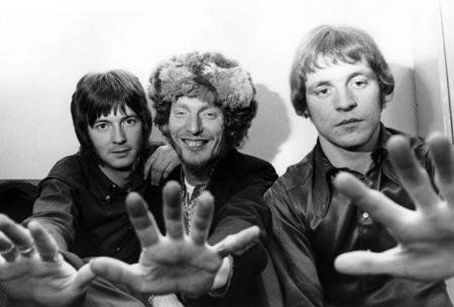 Poze Cele mai tari poze cu artisti din anii '60 - Cream - Eric Clapton, Ginger Baker, Jack Bruce in 1966