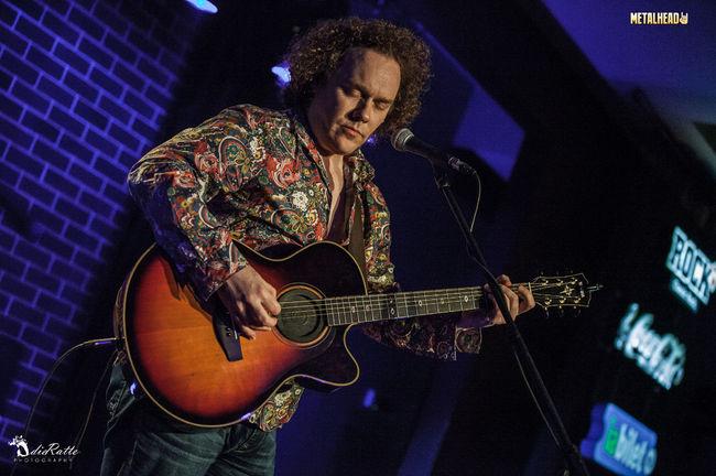 Poze Daniel Cavanagh in concert acustic pe 15 aprilie la Hard Rock Cafe (User Foto) - Poze de la concertul Daniel Cavanagh la Hard Rock Cafe