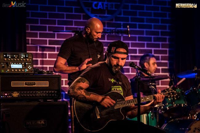 Poze Vita de Vie Acustic pe 4 Mai in Hard Rock Cafe (User Foto) - Poze Vita de Vie la Hard Rock Cafe