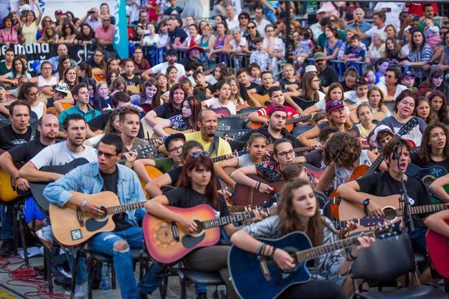 Poze Poze pentru articole - Guitar sibiu