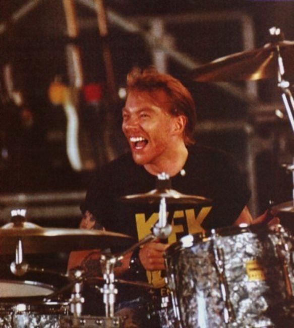 Poze Poze Guns N Roses - Axl on drums
