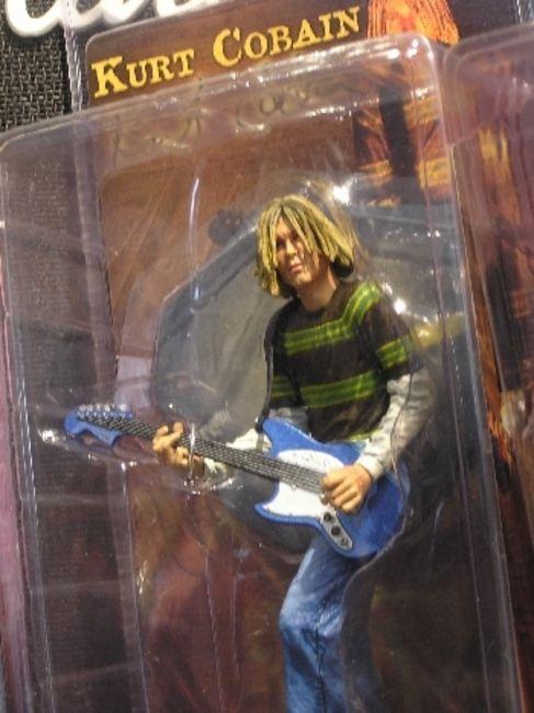 Poze Poze Nirvana - kurt action figure ;)
