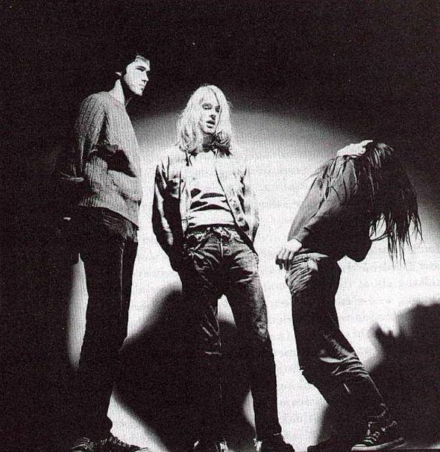 Poze Poze Nirvana - hanging around