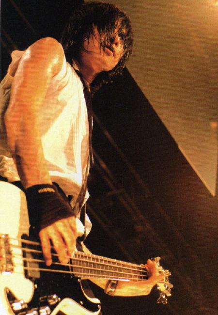 Poze Poze Dir En Grey - Toshiya (bass)
