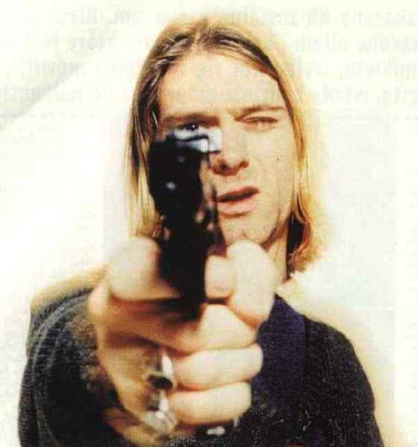 Poze Poze Kurt Cobain - He swore he didn't have a gun