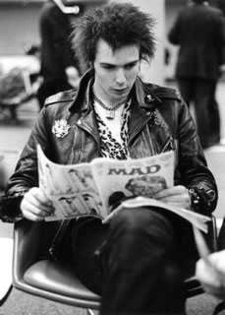 Poze Poze Sex Pistols - sid reading mad mag '78