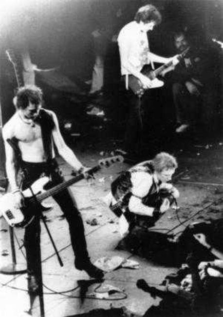 Poze Poze Sex Pistols - on stage