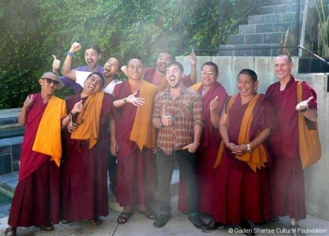 Poze Poze 30 Seconds to Mars - Impreuna cu calugarii tibetani care se vor auzi pe noul album.