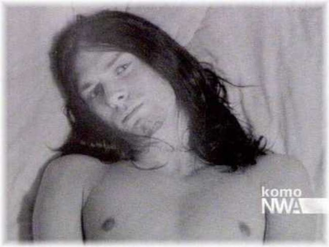 Poze Poze Nirvana - kurt black hair half naked