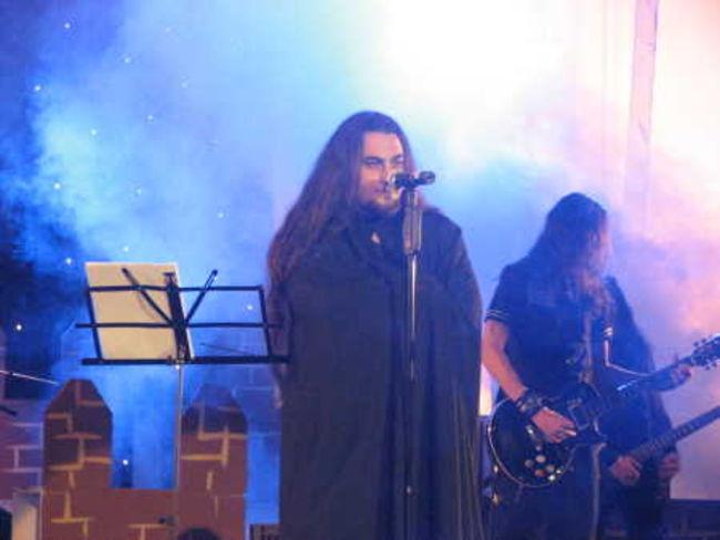 Poze Poze Trooper (Ro) - Inceputul concertului Coiotul in postura de Dracula