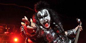 Gene Simmons le acuza pe Madonna, Shakira si Rihanna ca mimeaza in concerte