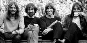 Roger Waters si Nick Mason s-ar reuni cu David Gilmour pentru un concert in Glastonbury