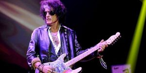 Chitaristul Aerosmith a fost dus de urgenta la spital