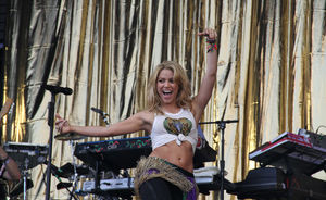 Shakira a cantat un cover dupa The xx (video)