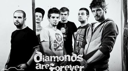 Vezi noul videoclip DIAMONDS ARE FOREVER, Face Me