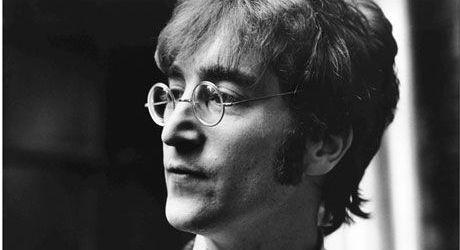Se implinesc 32 de ani de la moartea lui John Lennon