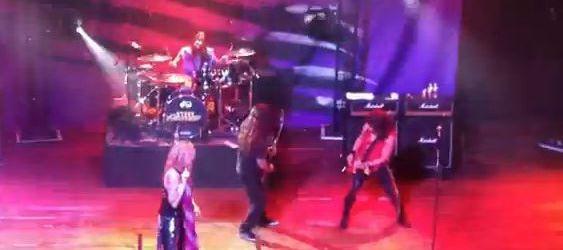 Chitaristul Machine Head a cantat cu Steel Panther (video)