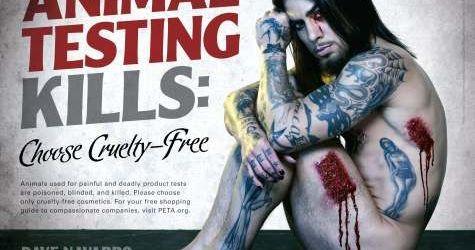 Dave Navarro sangereaza intr-o campanie pentru PETA (video)