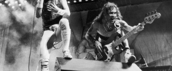 Un cuplu de batrani isi terorizeaza vecinii cu muzica Iron Maiden