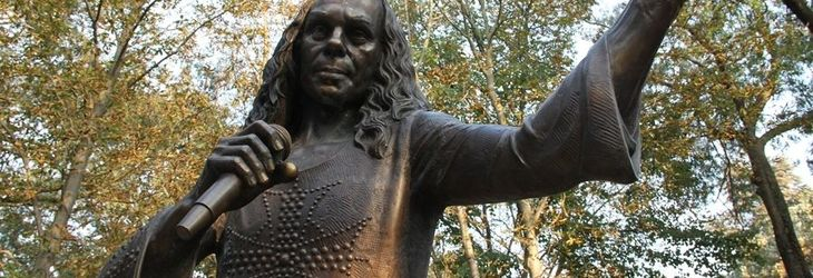 Ronnie James Dio ar fi implinit 72 de ani