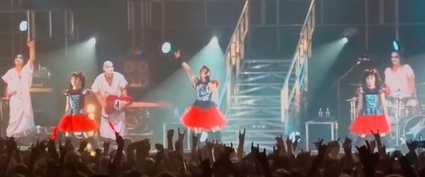 Babymetal interpreteaza