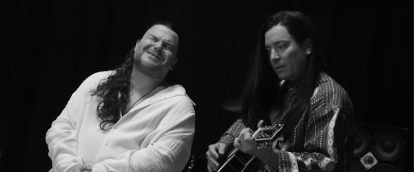 Jack Black si Jimmy Fallon au o varianta proprie pentru 'More than Words'