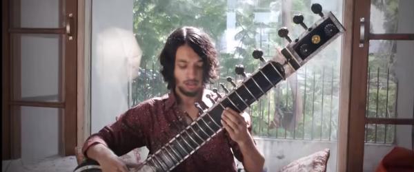 'Wave of Babies' de la Animals as Leaders interpretata la un instrument traditional din India