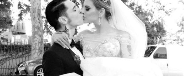 Andy Biersack de la Black Veil Brides a fost agresat de catre sotia sa in avion