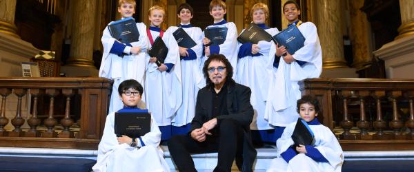 Black Sabbath: Tony Iommi a cantat cu un cor bisericesc