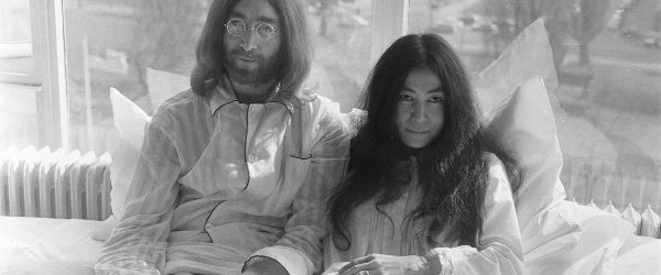 Yoko Ono e implicata in producerea unui film despre relatia ei cu John Lennon