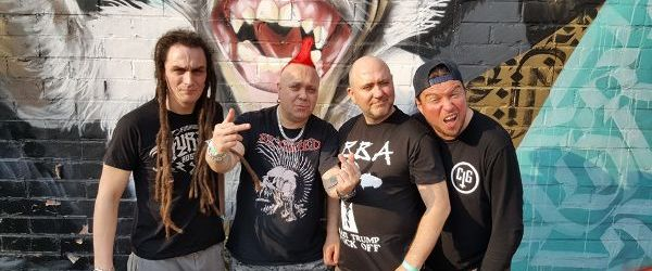 Solistul de la The Exploited este in spital